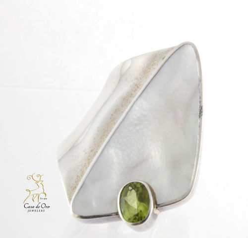 Mother of Pearl and Peridot Ring